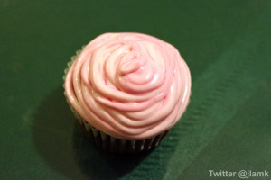 Decorate your cupcakes pink