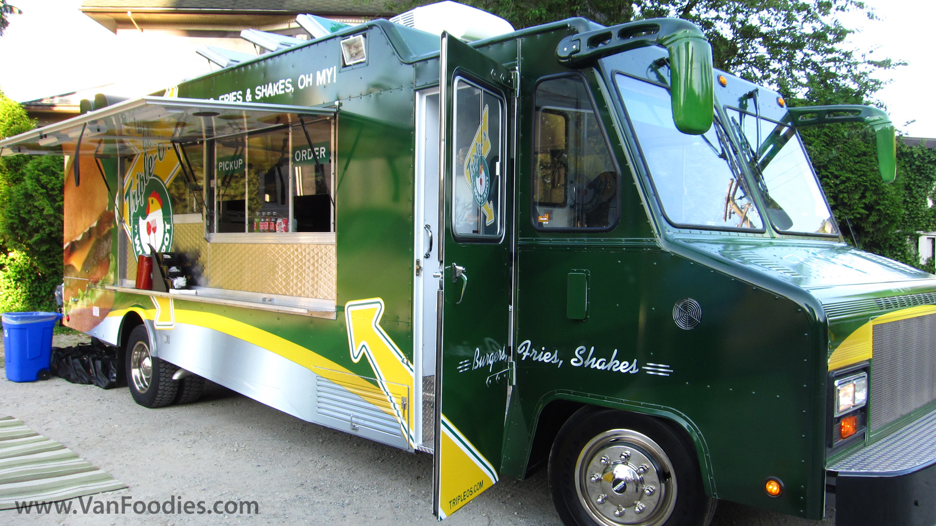 Triple O S On The Go Mobile Food Truck Vanfoodies Com
