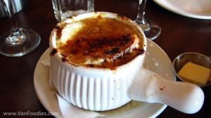 Soupe a L'oignon Gratinee