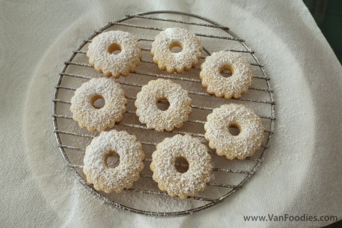 Sprinkle on the top cookies before sandwiching them