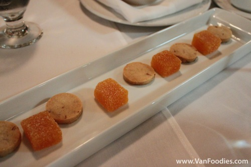 Mango Jelly and Almond Cookies