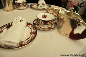 Fine china & silver teapots and cutlery