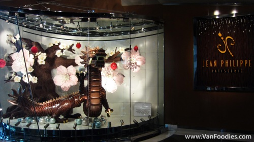 The beautiful chocolate dragon at the entrance