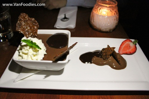 Chocolate mousse & dark chocolate ganache