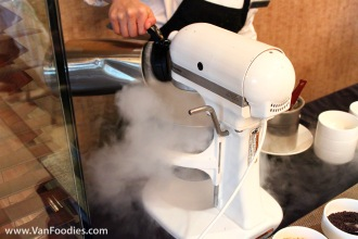 Fresh ice cream made using liquid nitrogen