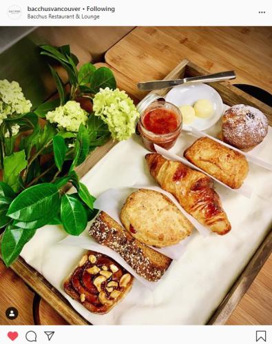 bacchus-pastry-basket